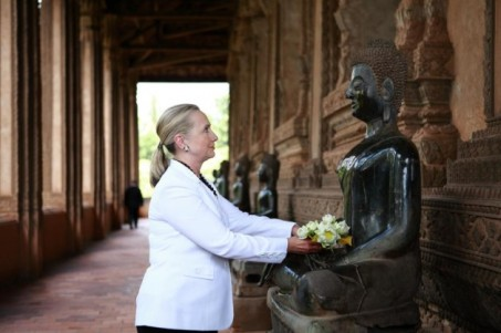 Clinton with Buddha