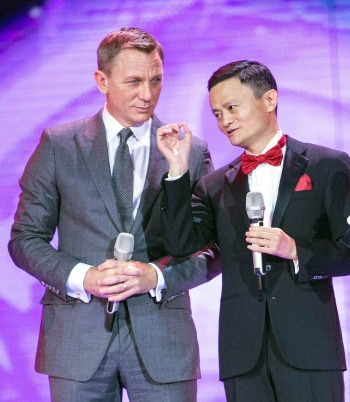 Jack Ma and Daniel Craig Photographer: AFP/Getty Images